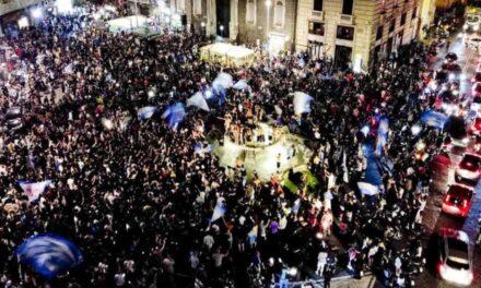 Talijani ništa nisu naučili iz velikog zla koje ih je zateklo, ponovno igrali pred punim tribinama i slavili na trgu