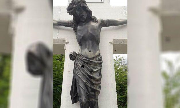 Pucali na križ kod Dervente: Raspelo oštećeno na tri mjesta, vjernici uznemireni