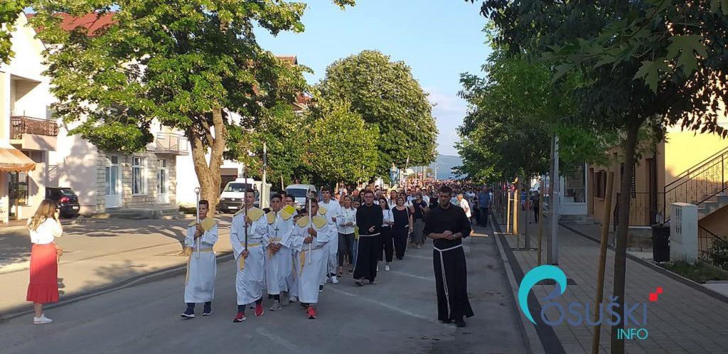 Uočnica Velikoj Gospi obilježena tradicionalnom procesijom posuškim ulicama