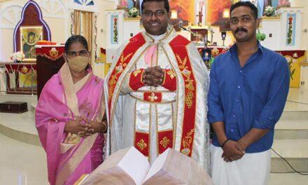Indijac ručno prepisao Bibliju tijekom karantene