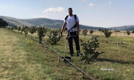 Plantaža lješnjaka daje prvi urod, a najmlađi zemljoradnik planira i širenje u budućnosti