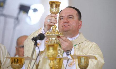 Biskup Petar Palić preuzima službu mostarsko-duvanjskog biskupa na blagdan Uzvišenja sv. Križa