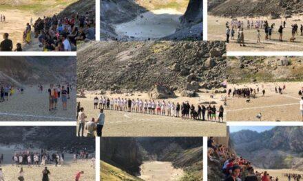 Tisuće ljudi uživalo u spektaklu u Imotskom: Vukodlaci i Vilenjaci odigrali utakmicu na dnu Modrog jezera