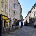 STROGI LOCKDOWN: U Sloveniji od danas zatvoreni trgovački centri, vrtići, studentski domovi…