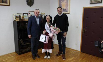 Petri Anić iz Posušja nagrada za najfotogeničniju Hrvaticu u narodnoj nošnji