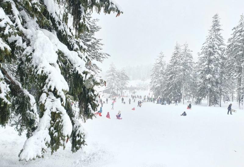 Zimske radosti: Snijeg 'trpa' na Blidinju i Kupresu