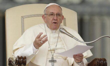 """Vatikan nakon kritika objasnio uredbu """"Bez cjepiva, bez posla"""""""
