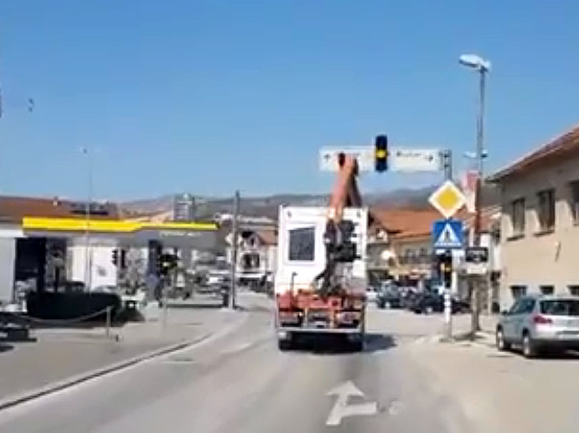 Grude: Grajfom razvalio semafor