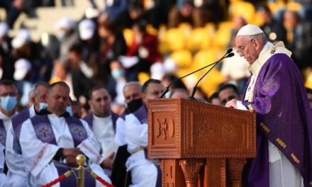 Papa Franjo održao najveću misu za posjeta Iraku, molio za kršćane koji su propatili pod ISIL-om