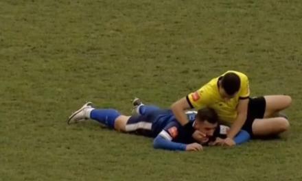 Strava u Tuzli: Nogometaš se srušio na terenu, sudac mu izvadio jezik i spasio ga!