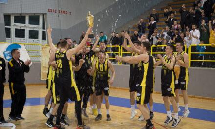 FOTO: POgledajte kako su košarkaši proslavili naslov u Grudama