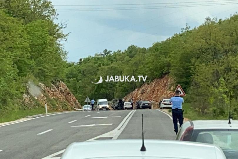 Jedna osoba Ozlijeđena u prevrtanju AUTOMOBILA Na cesti POSUŠJE-Grude