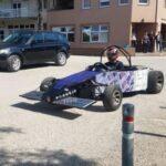 Neobičan prizor: Posuškim ulicama provozao se solarni automobil