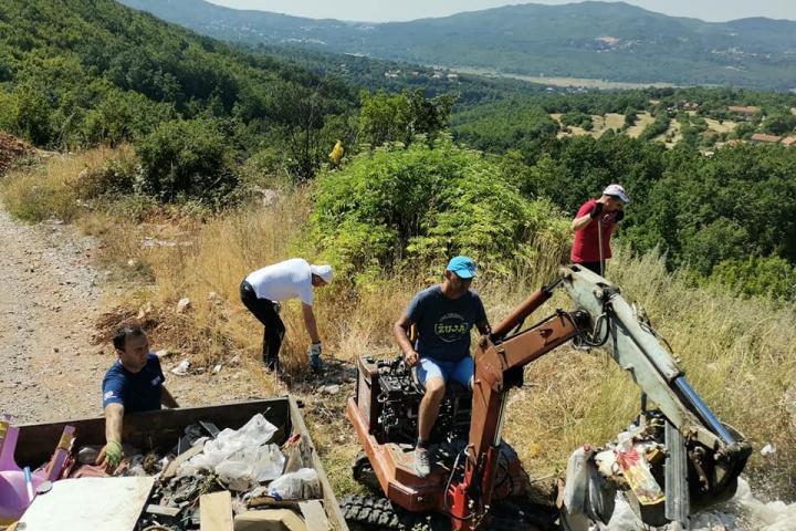 """Članovi ekološke udruge """"Didovina"""" Širića Brig Broćanac očistili još jednu divlju deponiju!"""