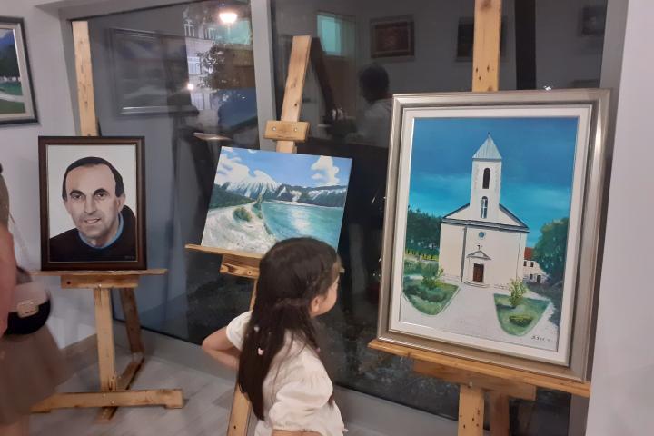 Posušje: Otvorena izložba slika Branka Širića i skulptura Roberta Tomića