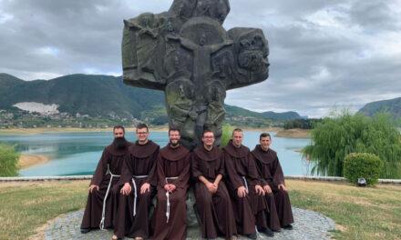 Fra Ivan Crnogorac Polaže svečani zavjet u Međugorju