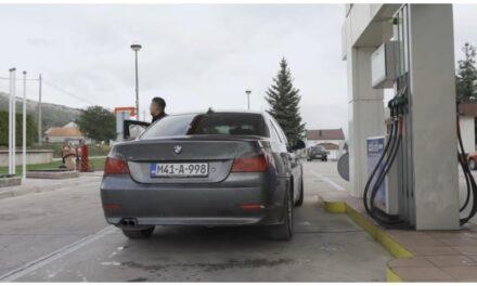 VIDEO: Zatražio pun tank goriva, nastao kaos na benzinskoj…
